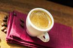 elektrischer espressokocher bereitet leckeren espresso