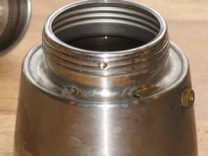 espressokocher-unterteil-wasser
